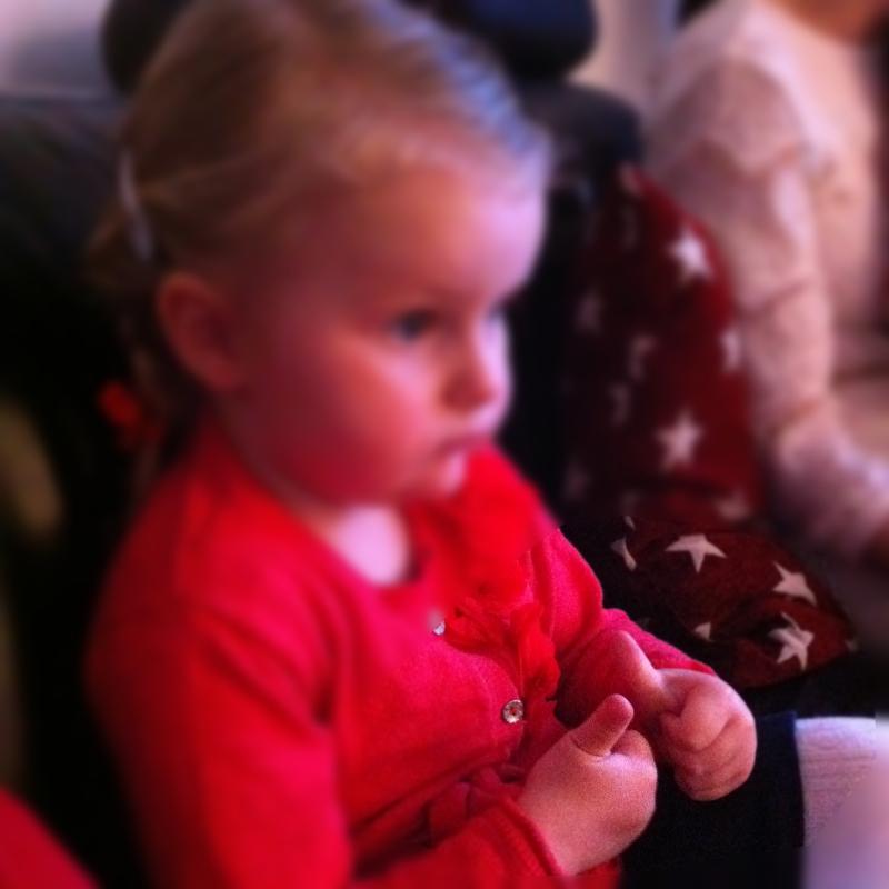 """Julvärden strax innan """"Kalles jul"""" sa att vi skulle hålla tummarna för henne. Min lilla sötnos gjorde det..."""