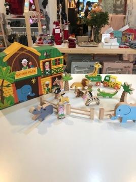 safaria-djur-traleksaker-julklapp-torggatan-linkoping-brandsforkids